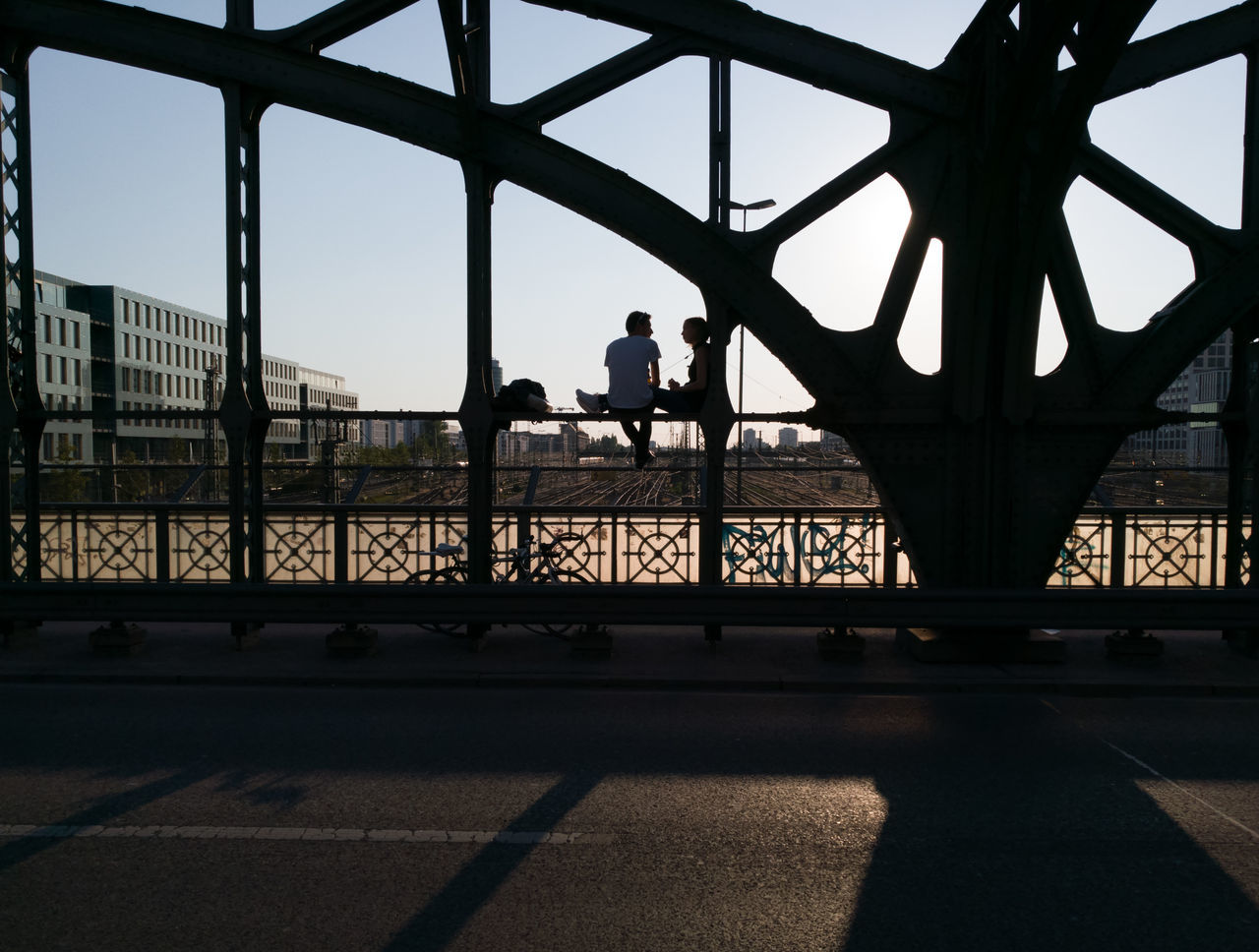 Bridge - Man Made Structure Sky Built Structure Silhouette Outdoors City Architecture Cityscape Day Urban Skyline People Huaweiphotography Huawei P9 Leica Streetphotography Sunset Sunset Silhouettes