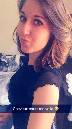 Brunette Yeuxvert Sun Été Beautiful Carré Cheveux Nouvelle Coupe