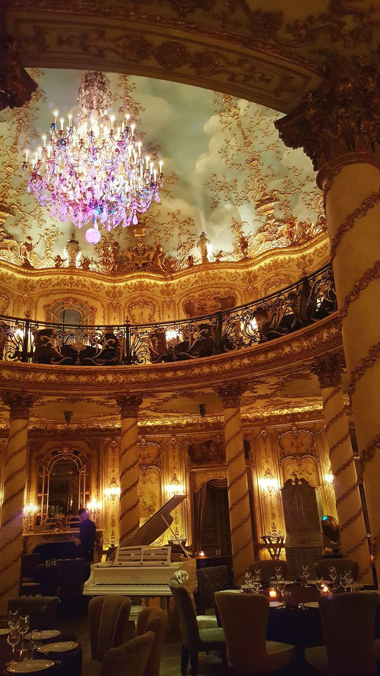 Illuminated Luxury Lifestyle Beautiful Ceilings Gold Colored Night Posh Restaurant Golden Rococo Rococò Style Rococostyle Baroque Style Turandot Restaurant Moscow Baroque Restaurant Moscow Russia Turandot Architecture Chandelier Posh Luxury Elégance Celing Food And Drink Celebration