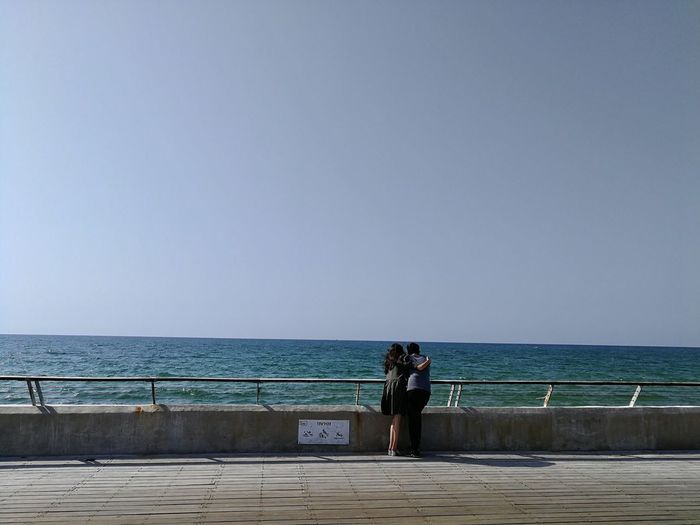 Sea Water Horizon Over Water Clear Sky Standing Scenics Tranquil Scene Railing Huawei P10 Plus Lovers Lovers Watching The Sea