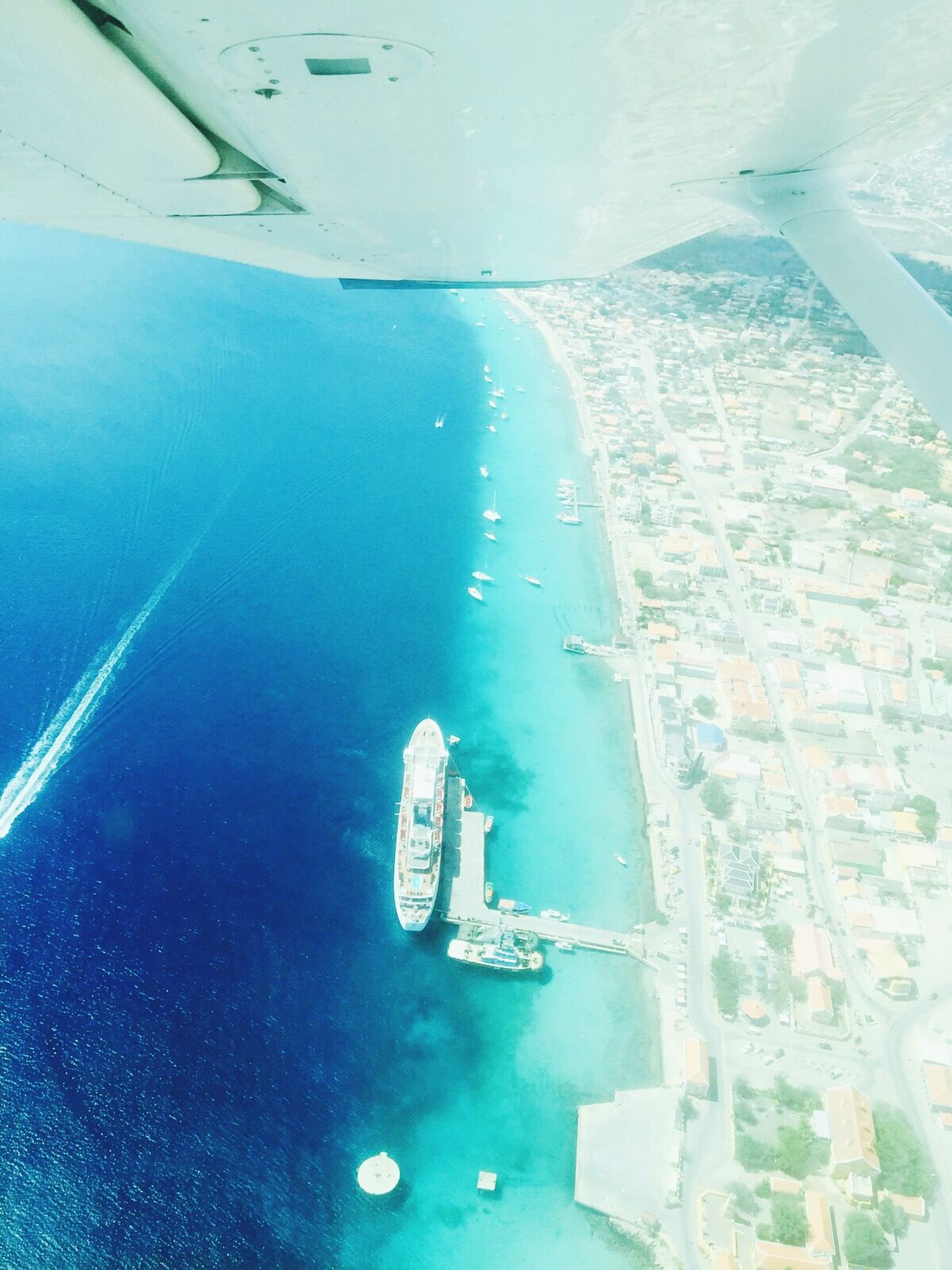 Bonaire Airplane Wing Airplaneview Airplane Wing Airplane Shot Taken From Airplane Taken From Above Blue Ocean Blue Sea Cruiseship Cruise Ship Kralendijk