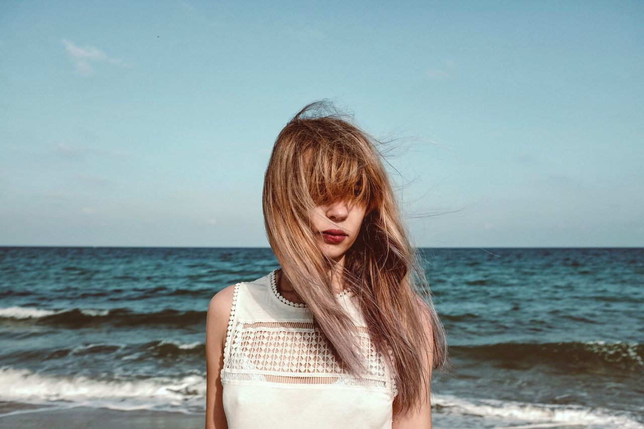 Beautiful stock photos of lippen, 20-24 Years, Bangs, Beautiful Woman, Brown Hair