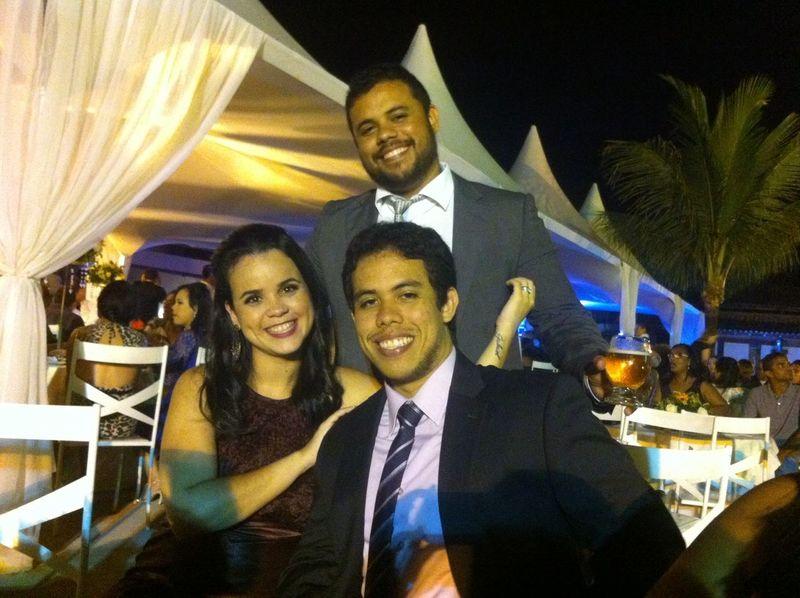 Com @danusinha e @zerohum no casamento de João e Larissa Wedding Party Cerveja Brinde