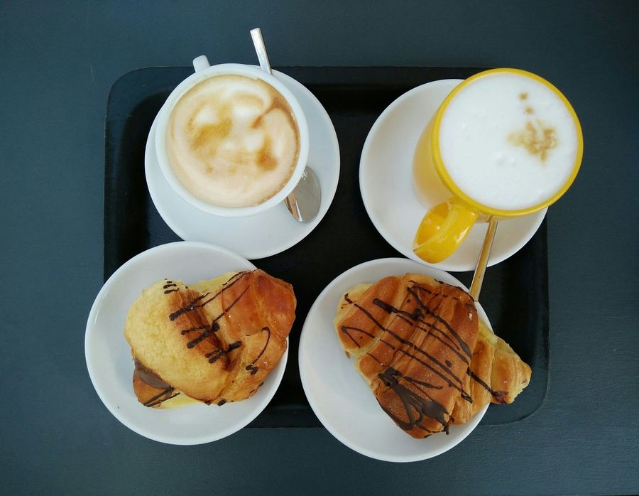 Good morning Italy. Handyphoto Frühstück Cafe Time Coffee Time Croissants Breakfast Italy Italien Italien Food Coffee Break Cappuccino Cafe Latte Brioche Chocolat Food Photography Food Beautifully Organized