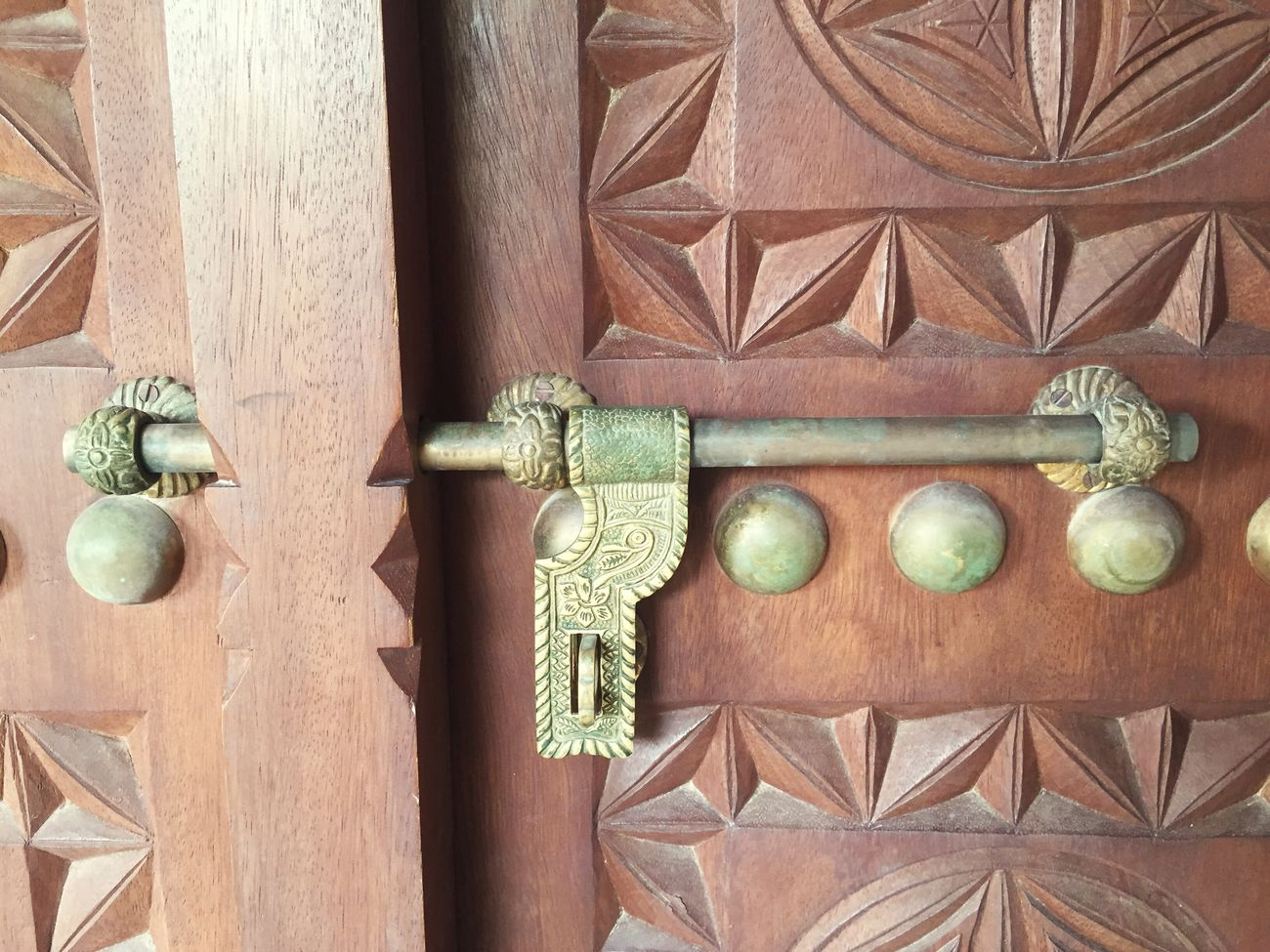 Fort door Locker Door Doors Locker Locker Room Locker Easy Locked Lockers Golden Golden Locks Bronce Bronceado Bronze Bronzer  Bronzed Wooden Wooden Door Wooden Doors Beautiful Door Beautiful Old Antique Al Ain Palace Al Ain Palace Abu Dhabi UAE
