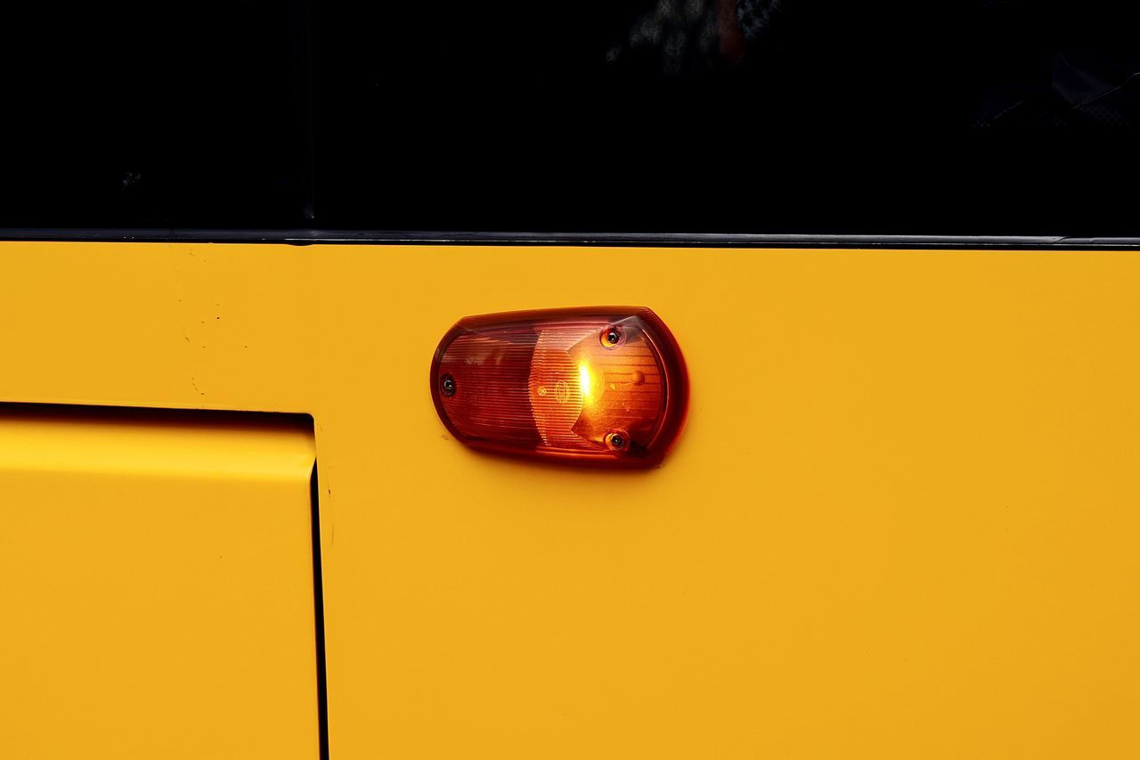 Lights Smart Simplicity Getting Inspired Streetphotography Street Photography Streetphoto_color Streetphoto Precision Negative Space Lemon By Motorola Colour Palette The Drive