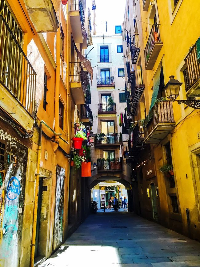 Colour Of Life First Eyeem Photo Barcelona Barcelona, Spain Barcelona Streets Travel Contrast Colors Streetphotography Architecture Facade