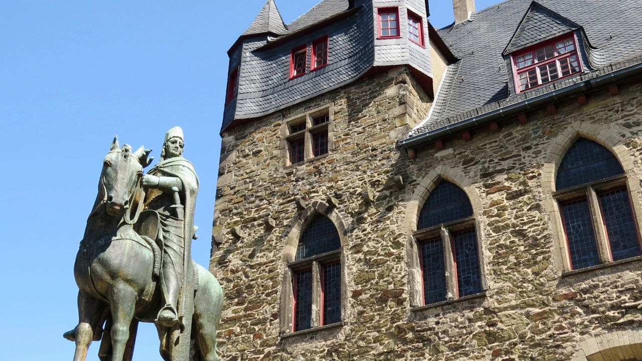 History Architecture Built Structure Building Exterior Window Low Angle View Statue Travel Destinations Castles Outdoors No People Sculpture Sky Clear Sky King - Royal Person Ancient Civilization City Followforfollow Outdoors❤ Nature Beauty In Nature Solingen Schloß Burg - Solingen Schloss Burg C