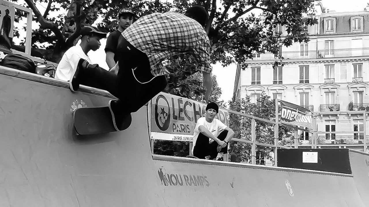 Outdoors City Life Full Length Black And White Photography Eyeemphoto EyeEm Black & White Mypointofview France 🇫🇷 Place De La République Paris Sk8 Skateboard Park