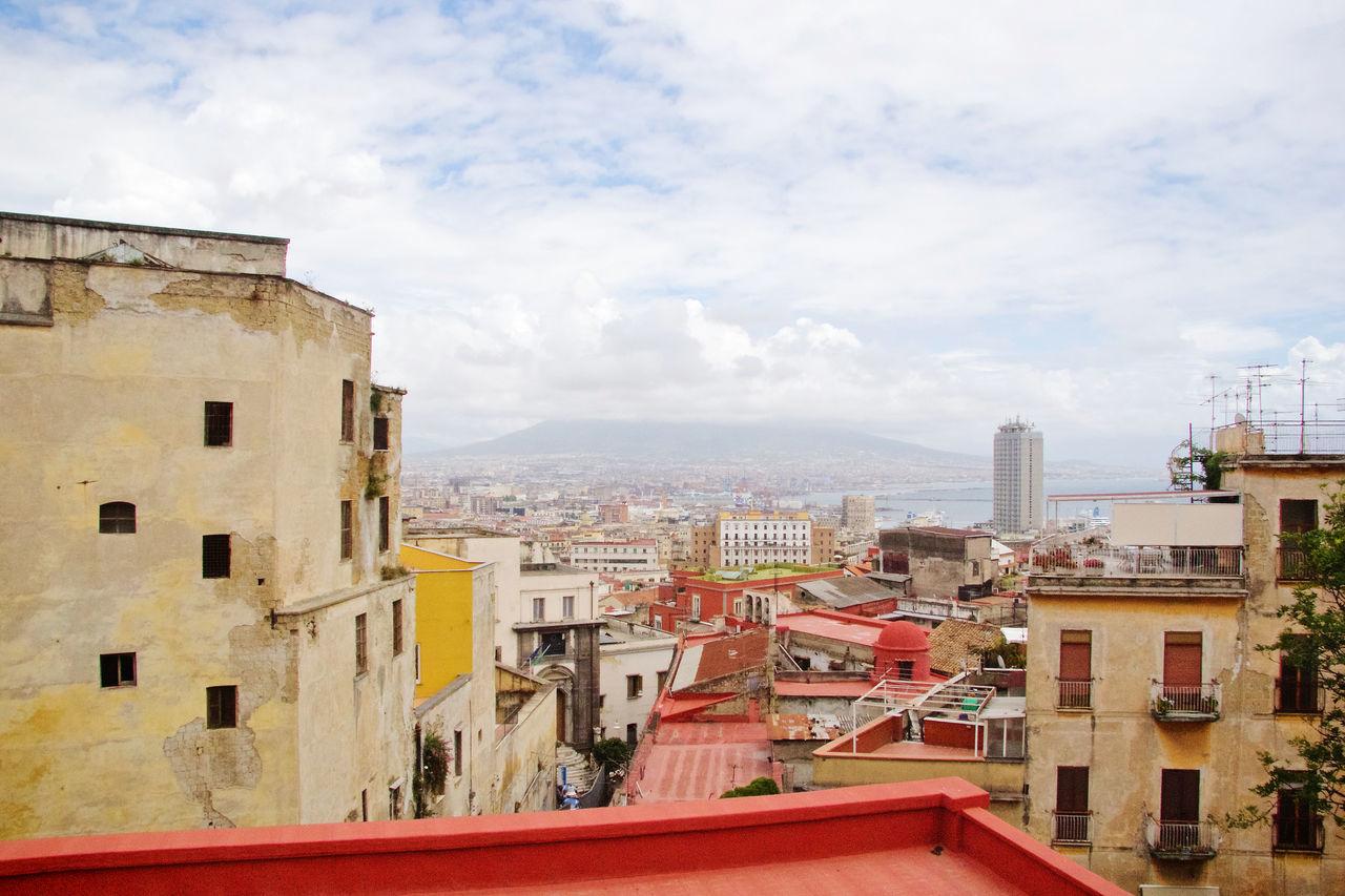 Adapted To The City Napoli Napoli Italy Napolipix Red Vesuvio Vesuvio Da Napoli Vesuvio Landscape Beautiful City Vulcanic Landscape