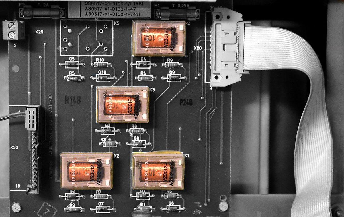 Close Up Technology Schaltkasten Transformation Trafo Kupfer Siemens  Rohrpost Close-up No People EyeEm Best Shots Detailphotography Blackwhitecolour Copper Coil Copper  Four Old Techniques Old Technology