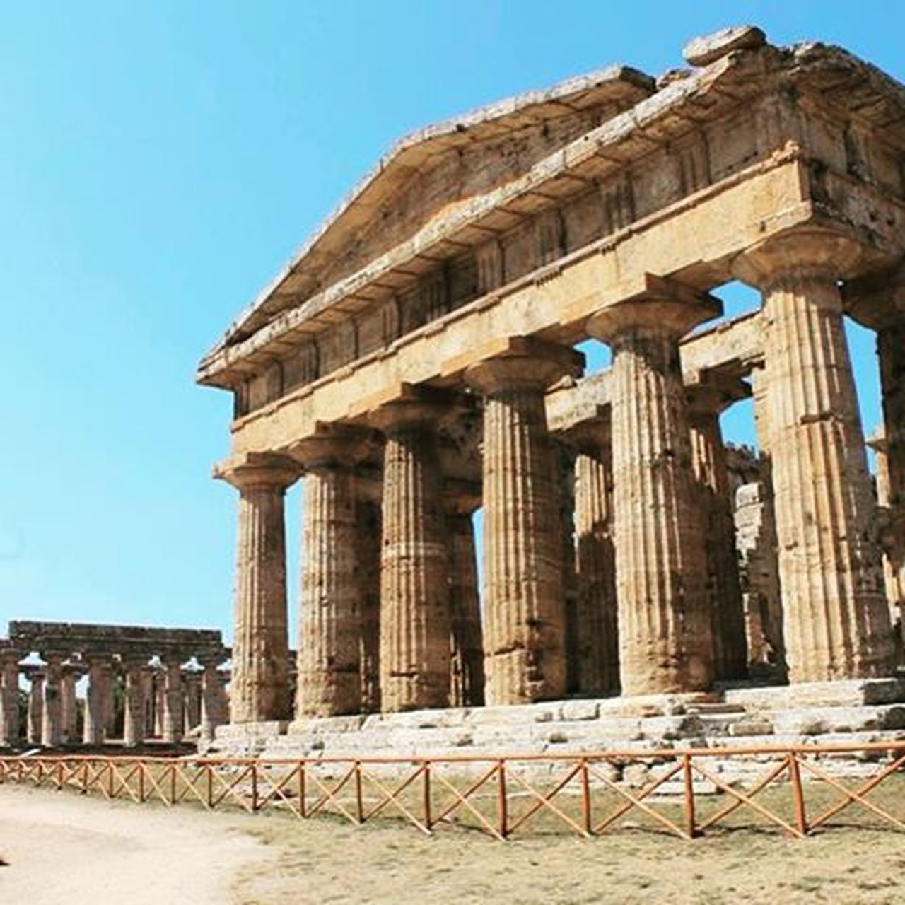 Easily one of the most incredible places I've ever had the privilege to visit. The archeological site of ancient magna gracia, Paestum. Paestum Campania Tempiodinettuno MagnaGrecia Poseidone Ancientrome Ancientgreece Poseidonia