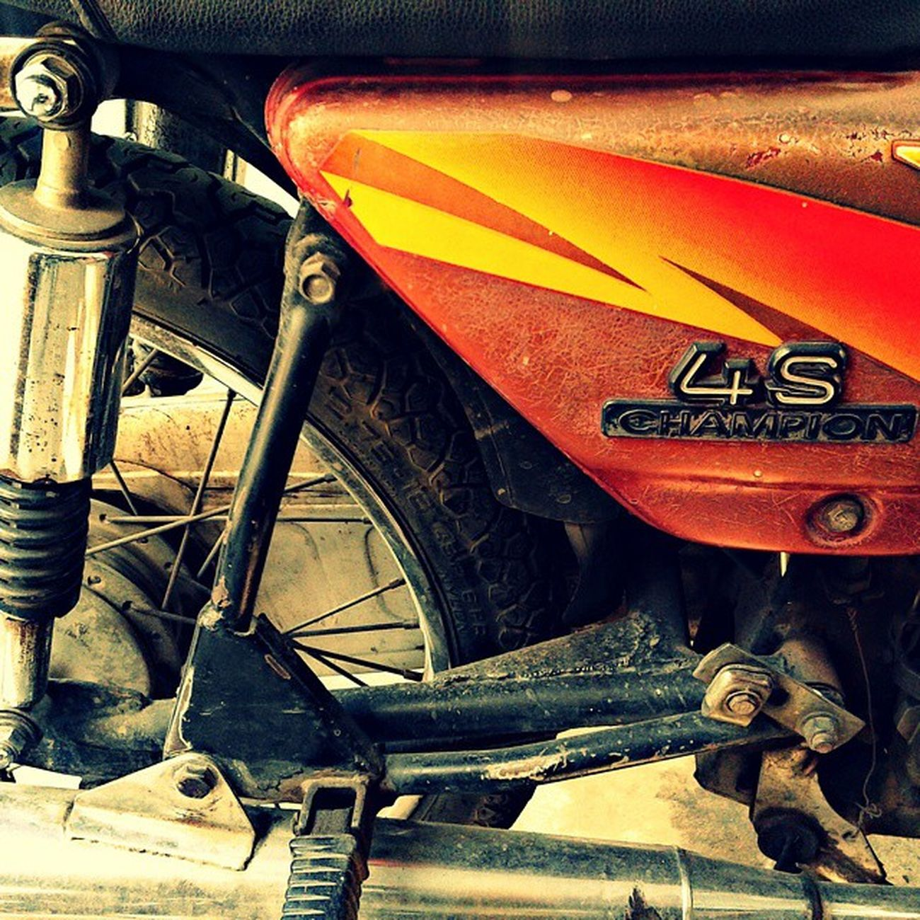 Old is gold.My Uncle's classy bike,love it. Bikestagram Biker Bikelove Bike Sport Engine Wheels Carburetor Spoke Silencer Rugged Scratches Heavy Iron Fourstroke Kawasaki Bajaj Japanesetechnology Mylove Springs Classic Champion Oldisgold Petrol Travel activeinstagoodmaintenancerepaircare