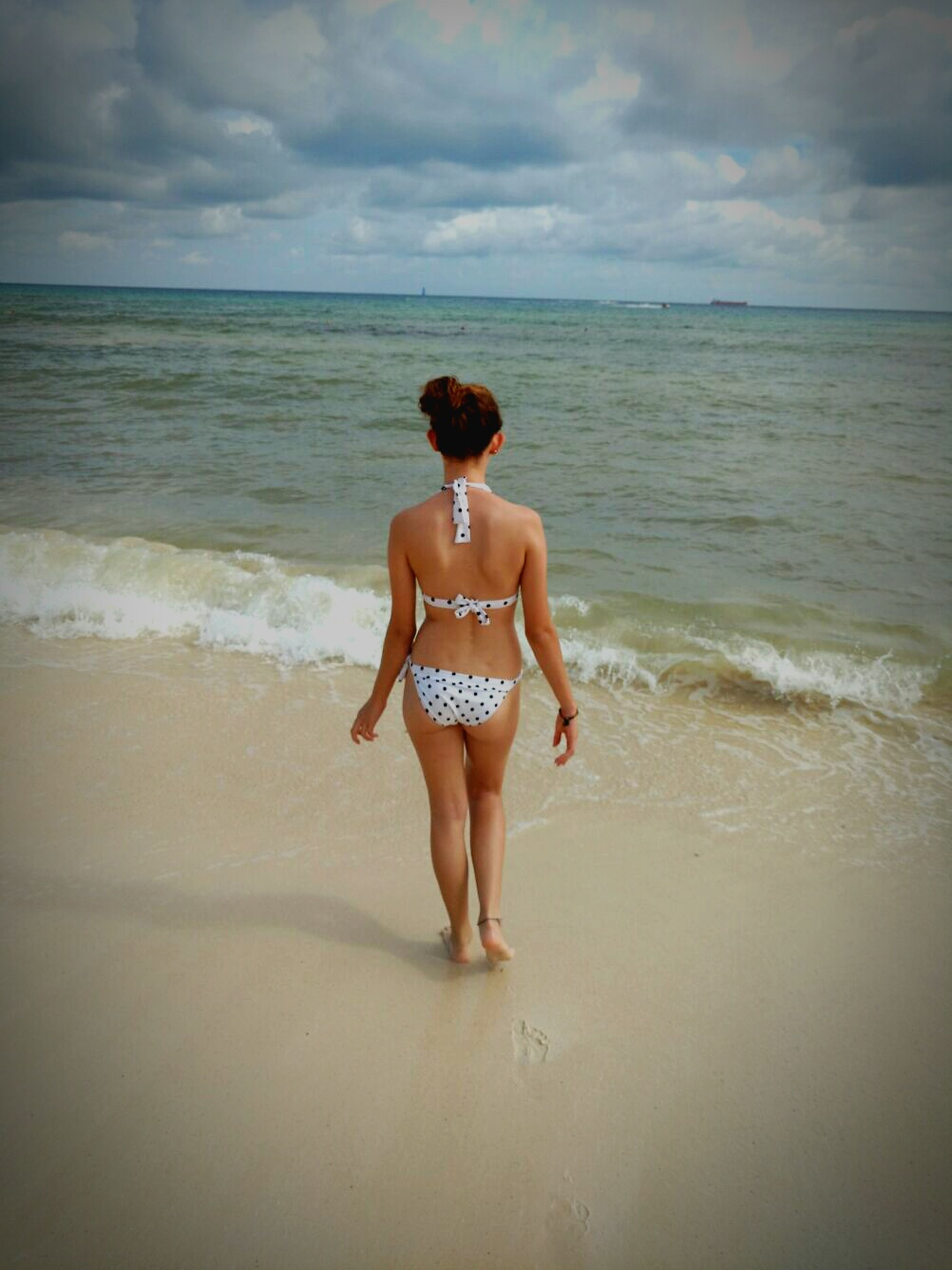 water, sea, beach, full length, horizon over water, sky, leisure activity, lifestyles, shore, vacations, sand, childhood, person, casual clothing, young women, standing, rear view, girls