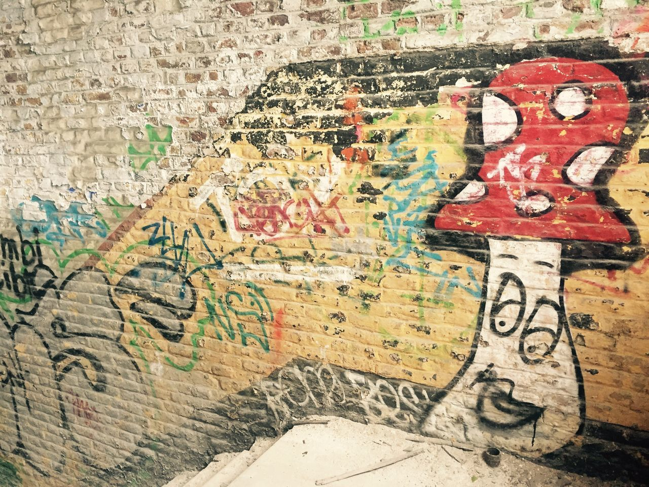 graffiti, multi colored, close-up, no people, day, outdoors