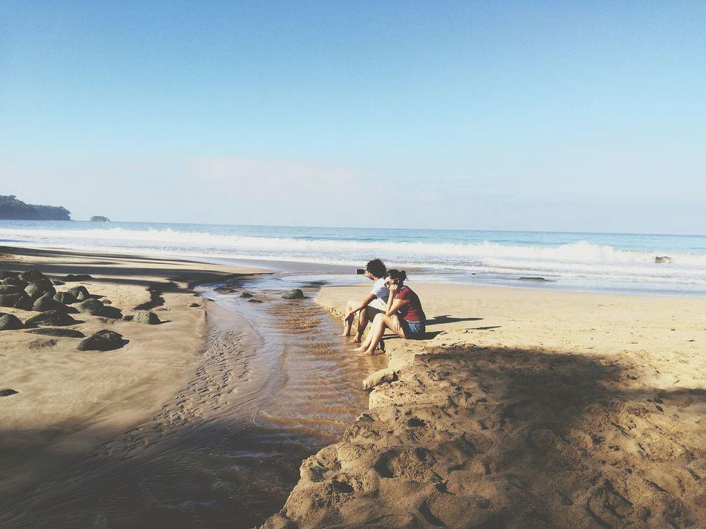 La felicidad se disfruta solo si es compartida Beach Two People Lifestyles Horizon Over Water