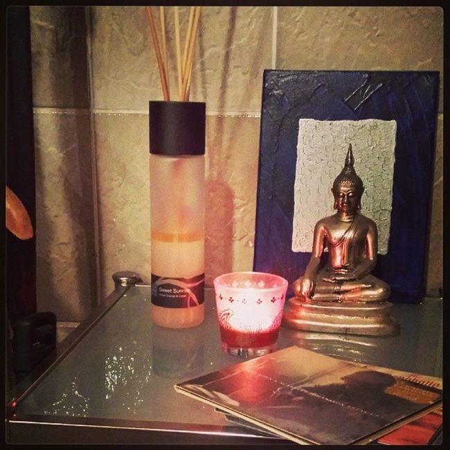 Buddhalove Inmybathroom Silber Pink rituals winter2013 itsdecember Kerzenschein. Buch. Badewanne. Gut is.