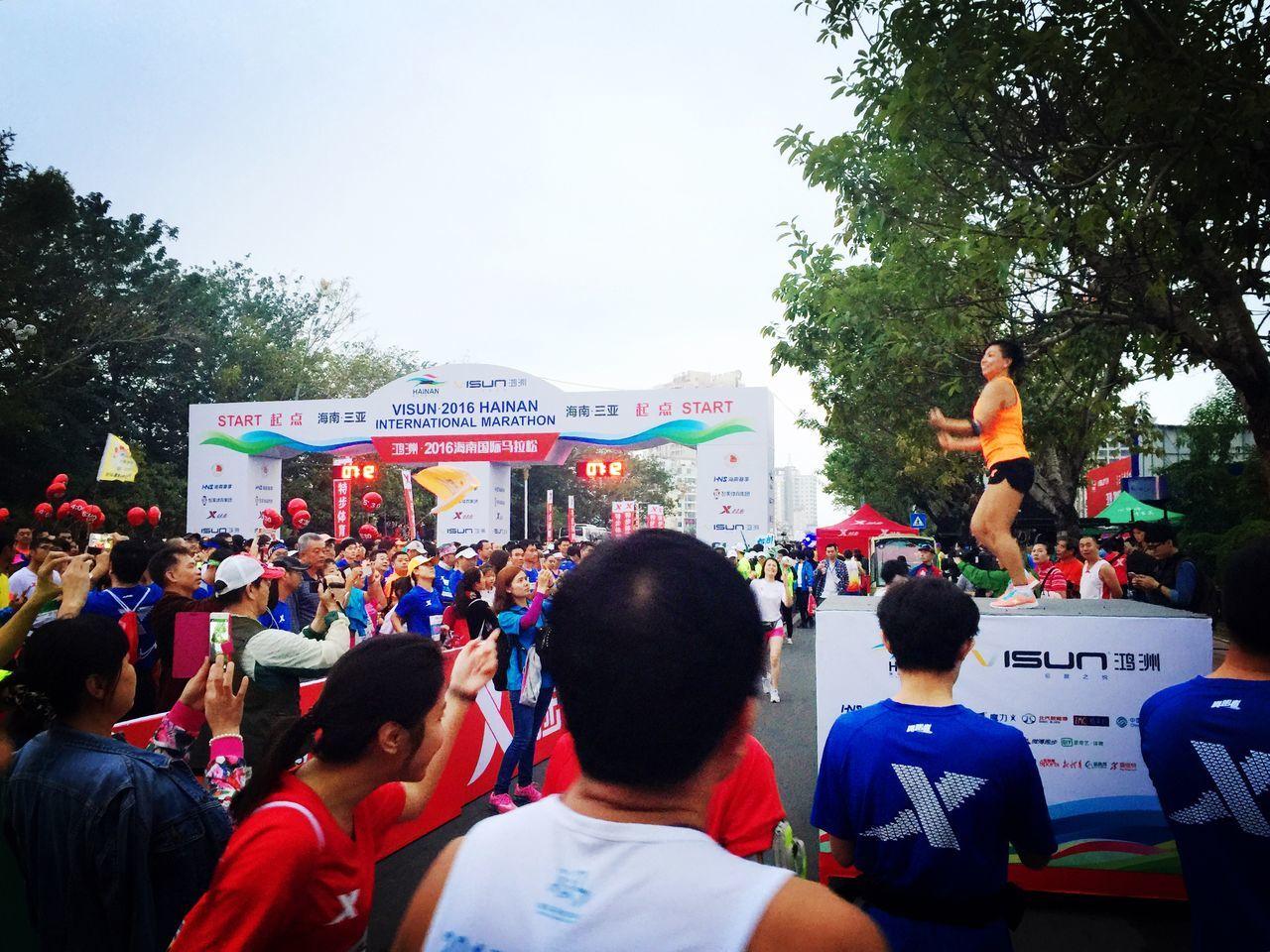 人生第一次马拉松,成绩斐然啊哈哈~ 4:41:15的成绩,能和师父在三亚相会很开心~ Family Happy Marathon Sanya.China X-sport