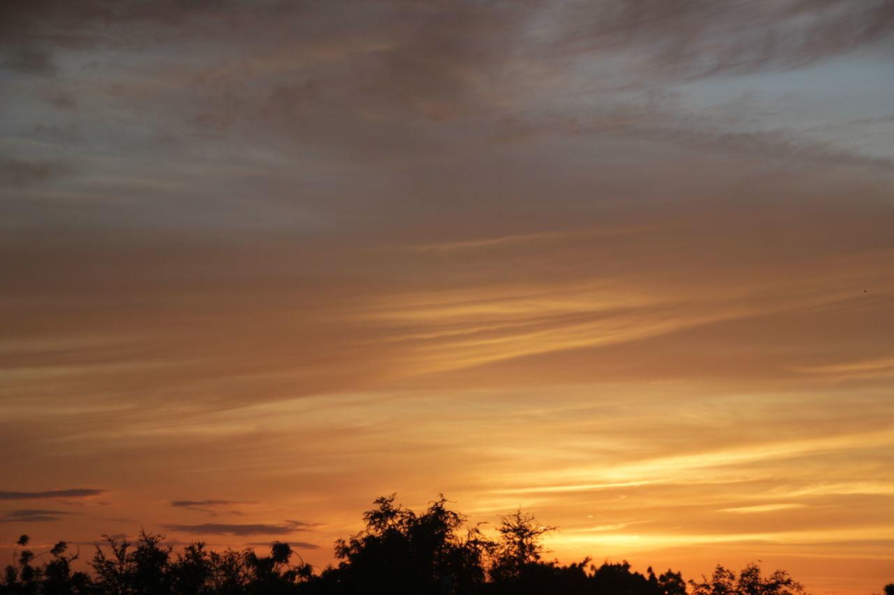 #atardecer #cielo #nubes #blancoynegro #farola #Paisaje