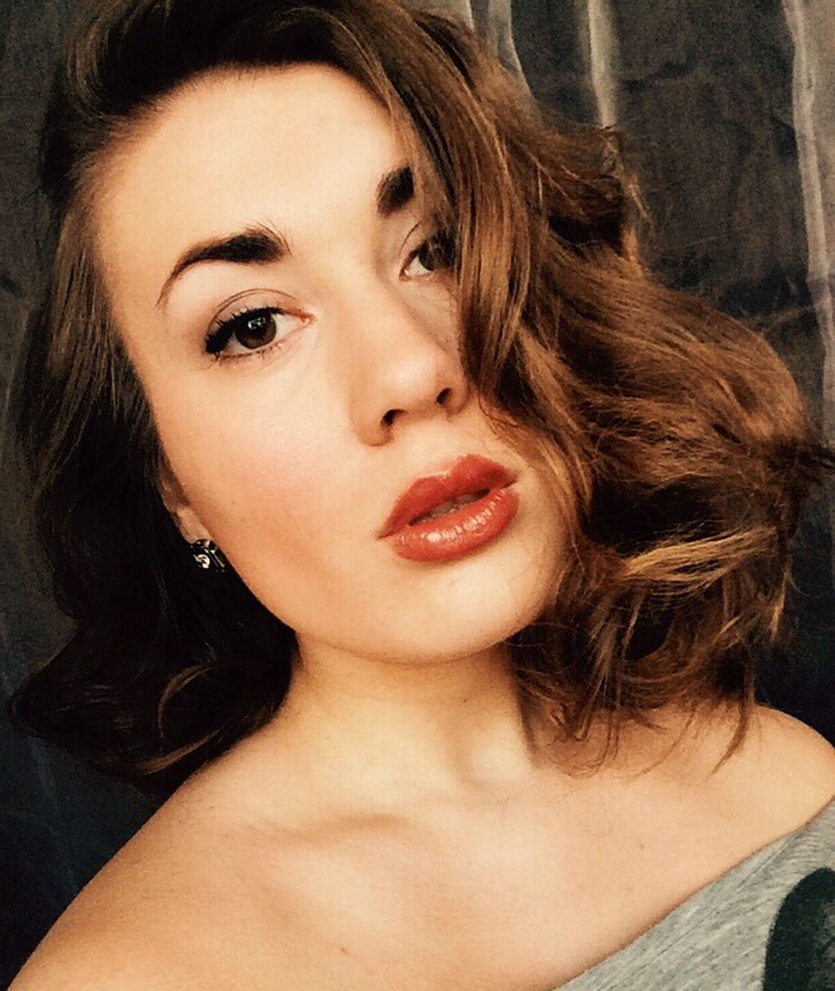young women, person, headshot, long hair, young adult, looking at camera, portrait, lifestyles, indoors, front view, leisure activity, close-up, smiling, brown hair, lipstick, black hair, head and shoulders