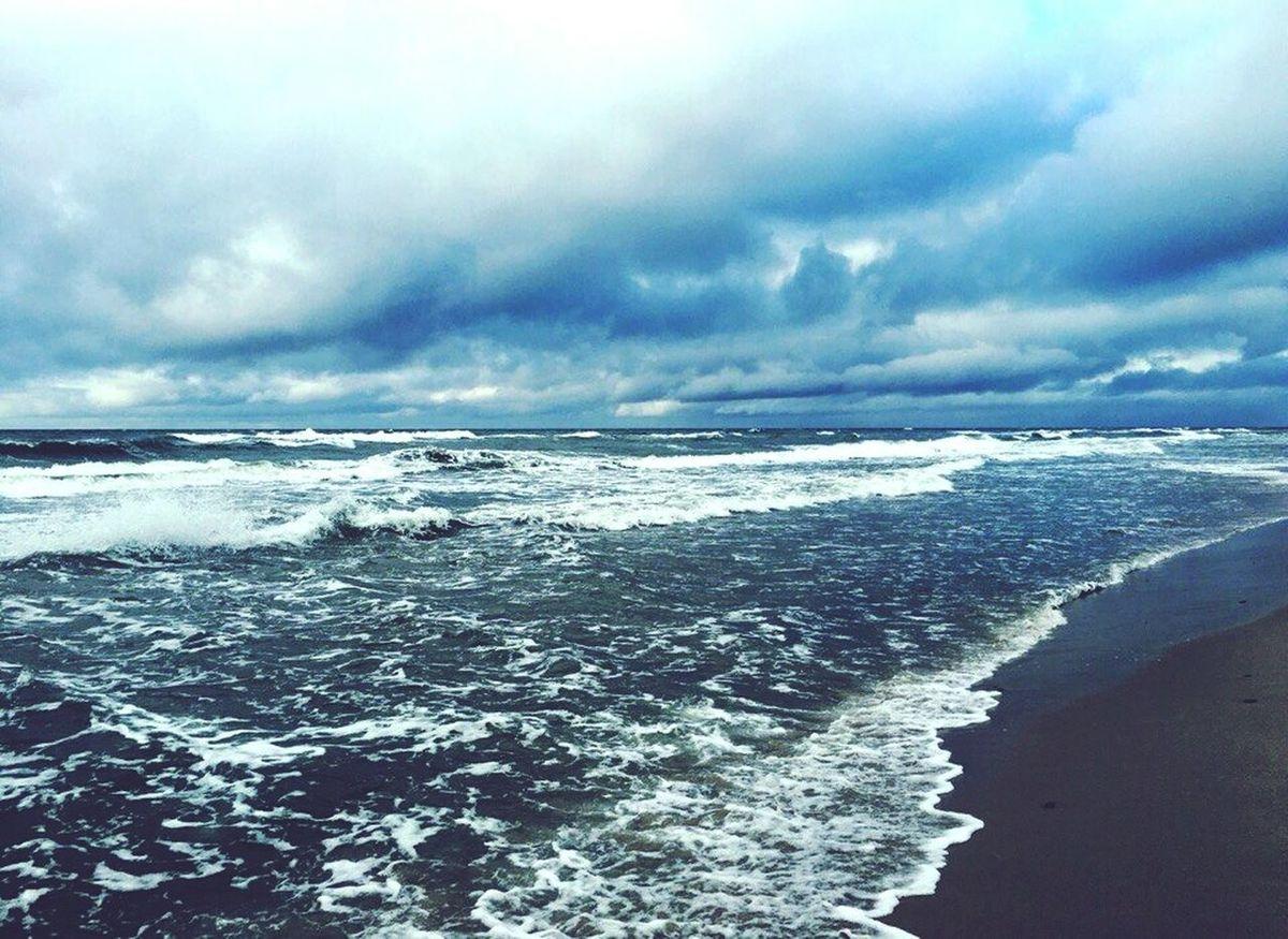 -Ты знаешь? -Чего? -На небе и разговоров то только о море. Говорят, что, если ты ничего не знаешь о море, они просто тебя лохом посчитают. Sea Sea And Sky Air Water And Sky Ocean Ocean View Stunning View Море Море, я люблю тебя  🌊🌊🌊 Sea View Sea Tour Seagull TakeoverMusic