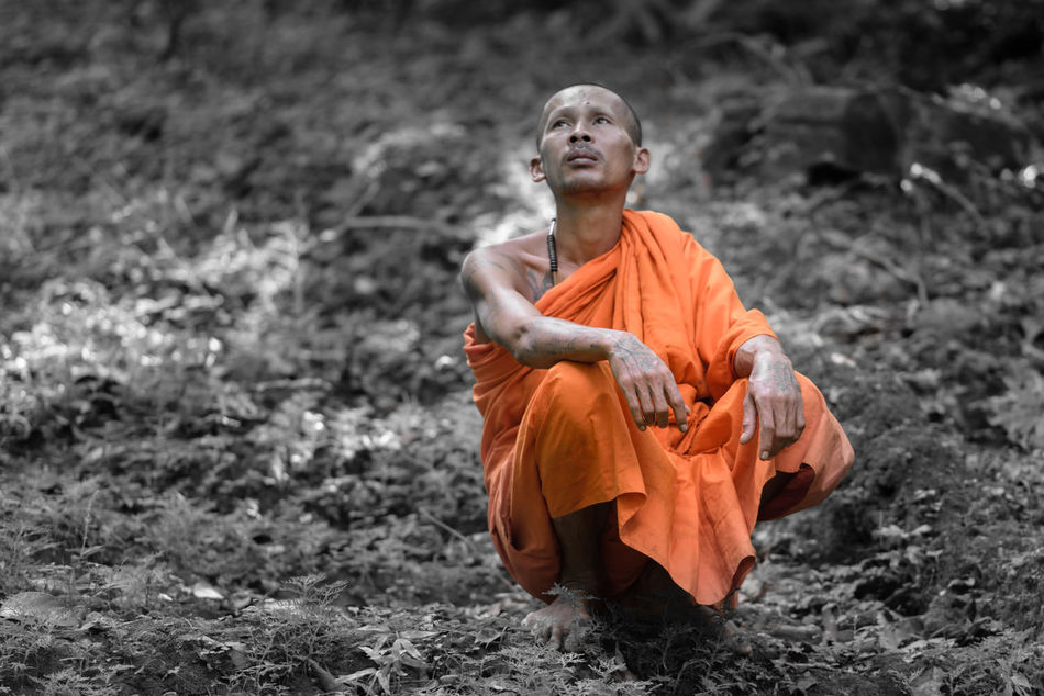 Friede, Ruhe und mein Blick auf die Welt First Eyeem Photo Streetphotography Original Experiences Selected Color Temple Monk  Orange Angkor Angkor Wat Hello World Feel The Journey Selective Focus Selective Color