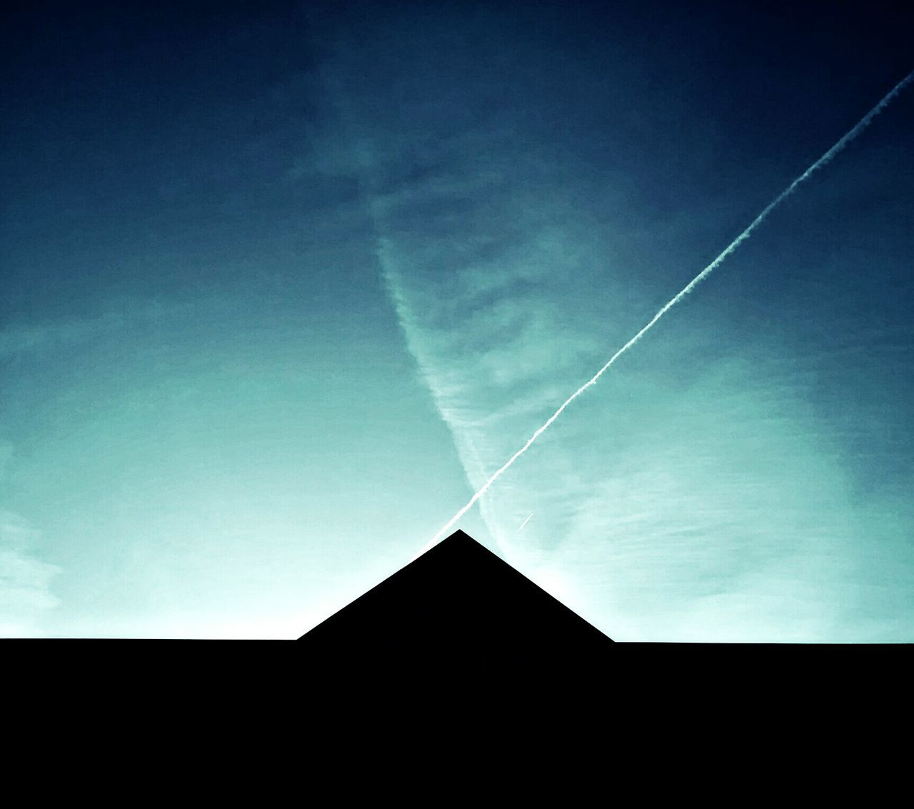 vapor trail, contrail, white, nature, low angle view, no people, sky, beauty in nature, day, outdoors, blue