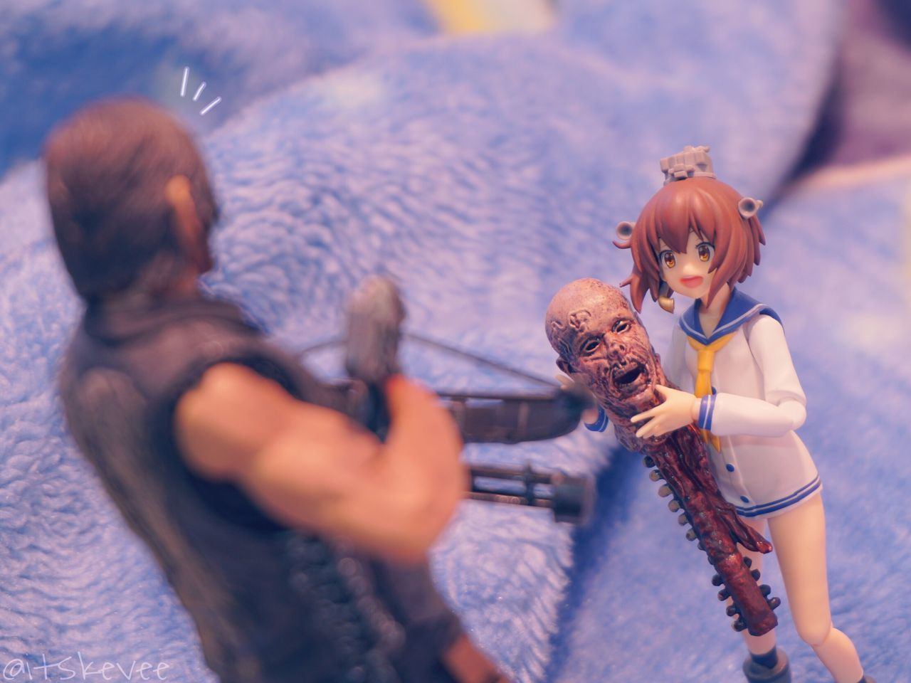 Daryl: Umm g-good job.. Yukikaze: Thank you! Daryl Dixon The Walking Dead TWD Crossbow Yukikaze Figurine  Kancolle Kantaicollection Zombie Toyphotography Anime Toy Photography Scale Figure Indoors  Blue Figma