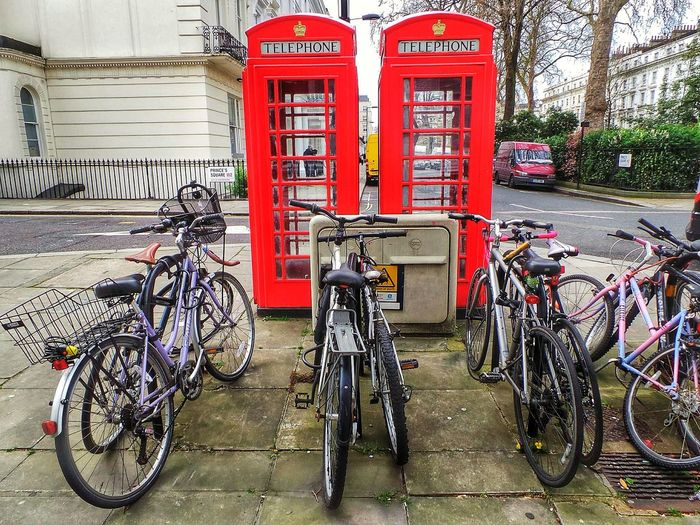 Notting Hill Bycicles Notting Hill Gate Notting Hill London Phone Booth London Phone Box Phone Box Red Phone Boxes Phone Box Phone Booth Bycicle Parking Bycicles Bycicle Parked Bikes City Bikes Bikes And Bicycles Bikes In The City Bikesinthecity Bikes Streets Of London London Streets