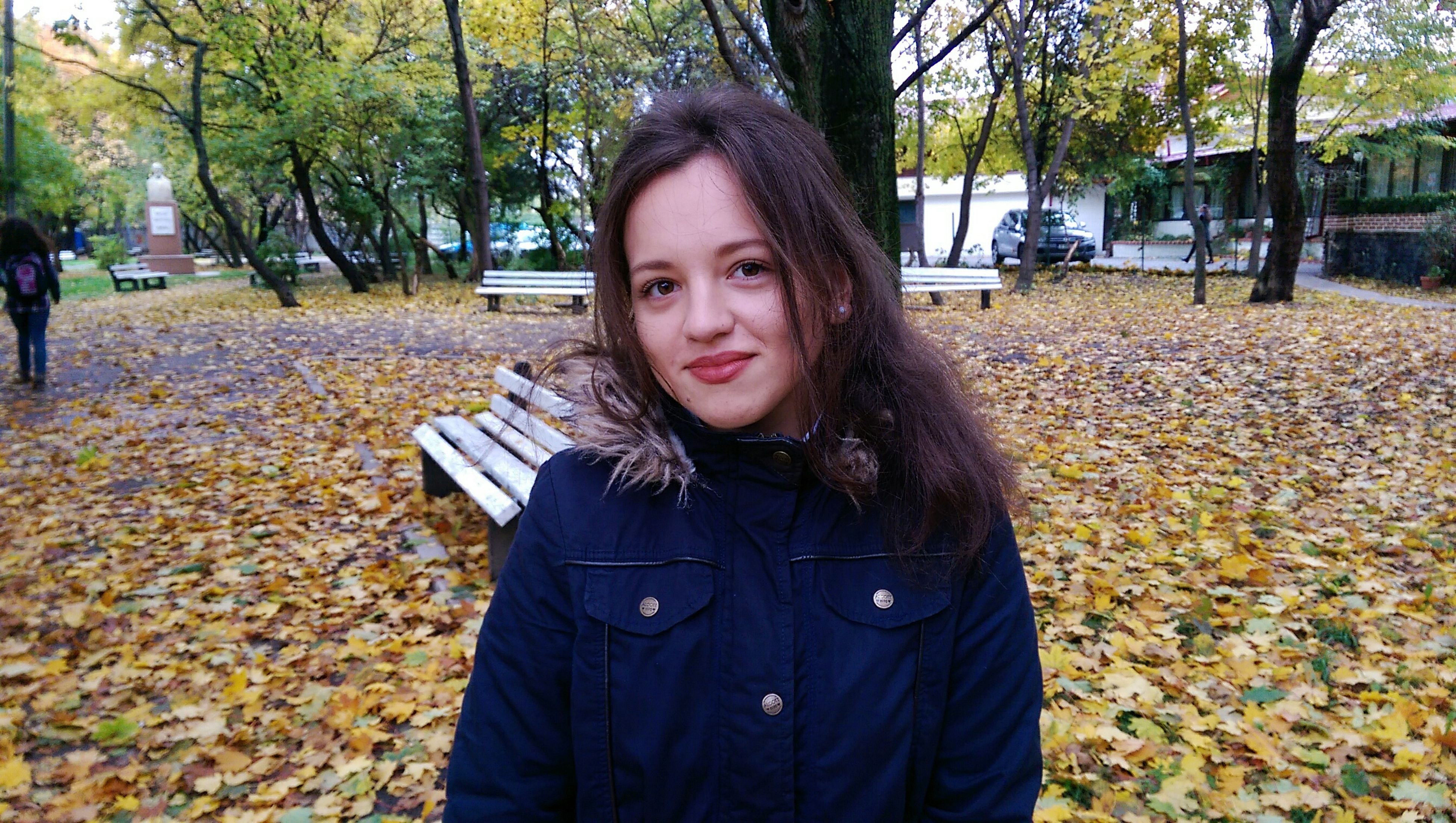 portrait, looking at camera, one person, leisure activity, young adult, lifestyles, tree, young women, autumn, real people, day, outdoors, people, beautiful woman, nature, adult