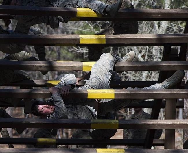Combatcamera Airmen and Soldiers weave through an obstacle on the confidence course at Ftjackson SC Picoftheday Militarylife Usairforce USAF Comcam Photojournalism