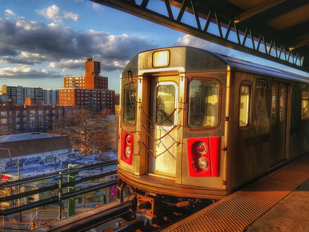 Hanging Out Taking Photos Check This Out Hello World Relaxing Enjoying Life Sky Photo Photography Bronx Sky And Clouds Bronx, New York Sunrise_sunsets_aroundworld Train Train Station Trainspotting Trains & Railroad Trains_worldwide
