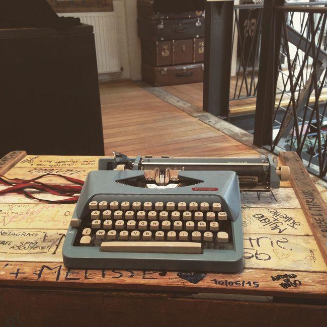 Writing Machine  Writing On The Walls Brandy Melville Vintage Shopping Shopping ♡ 💁🏼🎀
