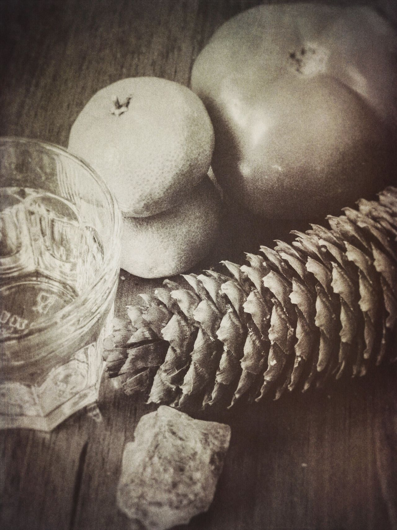 Bodegón II Table Food And Drink Wood - Material High Angle View Indoors  Close-up No People Day Still Life Tabletop Bodegón Blackandwhite Antique Random Objects Textured  Minimal
