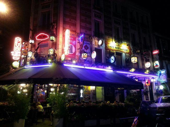 Beautiful Night Pub Restaurant Parisien