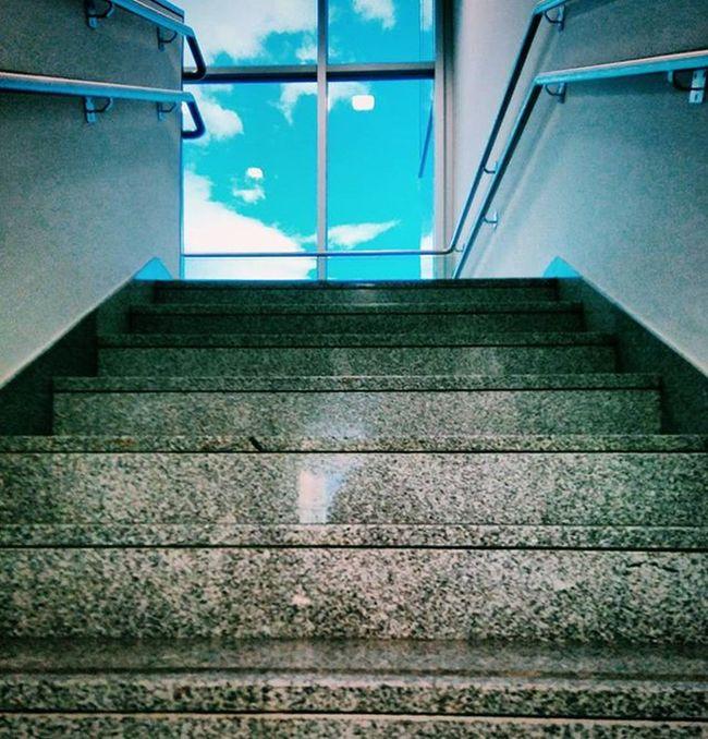 Donde la vida comienza y el amor nunca termina 🏥. Díasydías Espera Liveisachance Windows Light Stairs Instadaily