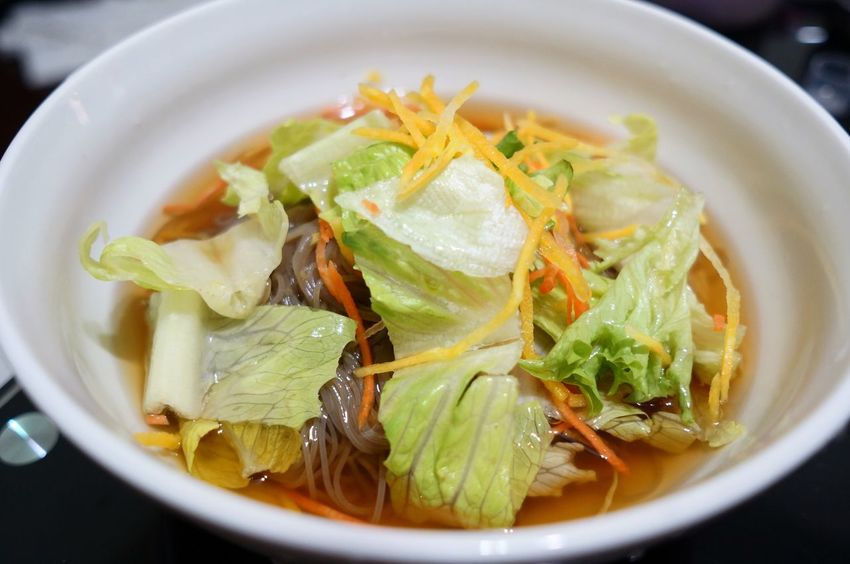 "自己煮的""韓式冷麵"",搭配7-11的生菜沙拉,就是一道好吃的韓式冷麵 Koren Food Cold Noodles Noodles Kungxlieat Food Photographer Photooftheday Photography"