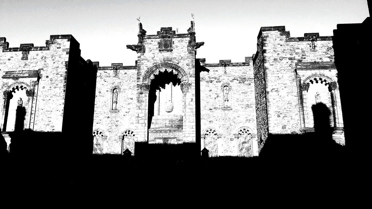 History Travel Destinations Architecture The Past Building Exterior Built Structure Clear Sky City Cultures Outdoors No People Archival Edinburgh Exploring New Ground Explore Blackandwhite Photography Blackandwhite Black And White Black And White Collection  Architecture Walking Castle View  Castle Ruin Edimburgh Fortress Wall
