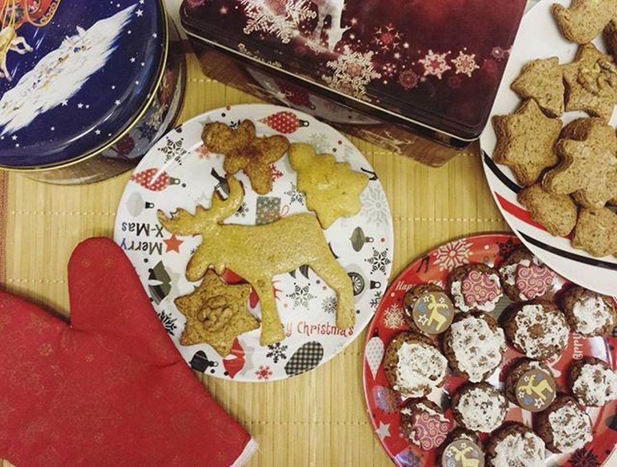 Preparing the presents🎄 Gingerbread Christmas Presents Baking Mik_gasztro Selfmade Christmastime Sweets Healthy Sugarfree Mutimiteszel_mentes Christmasfood Foodporn Likeforlike Followme Instamood December Food Healthysnack