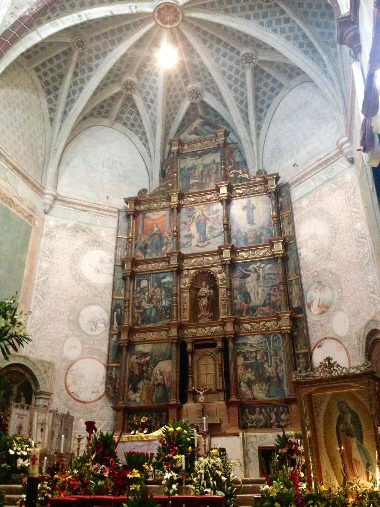 Retablo data del año 1500 por la orden Franciscana Urban Geometry Discovering Great Works City Historical Building Architecture Old Buildings Church From My Point Of View Religion Geometric Shapes