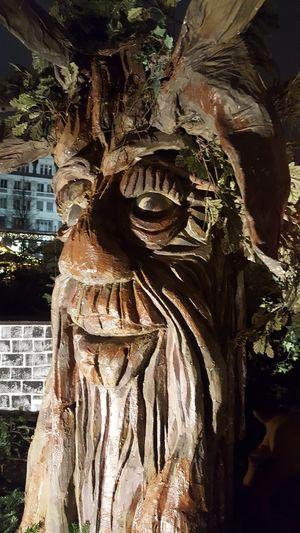 Outdoors Sculpture Statue Baum 🌳🌲 Sprechender Baum Weihnachtsstimmung Abendstimmung Arts Culture And Entertainment Leipzigcity Outdorphotography Outdoor Photography Weihnachtsmarkt Innenstadt Nightphotography