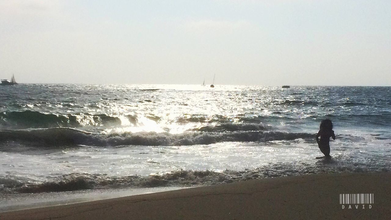 sea, water, horizon over water, wave, beauty in nature, one person, scenics, real people, nature, beach, sky, standing, day, tranquil scene, motion, full length, outdoors, tranquility, leisure activity, weekend activities, vacations, men, clear sky, lifestyles, people