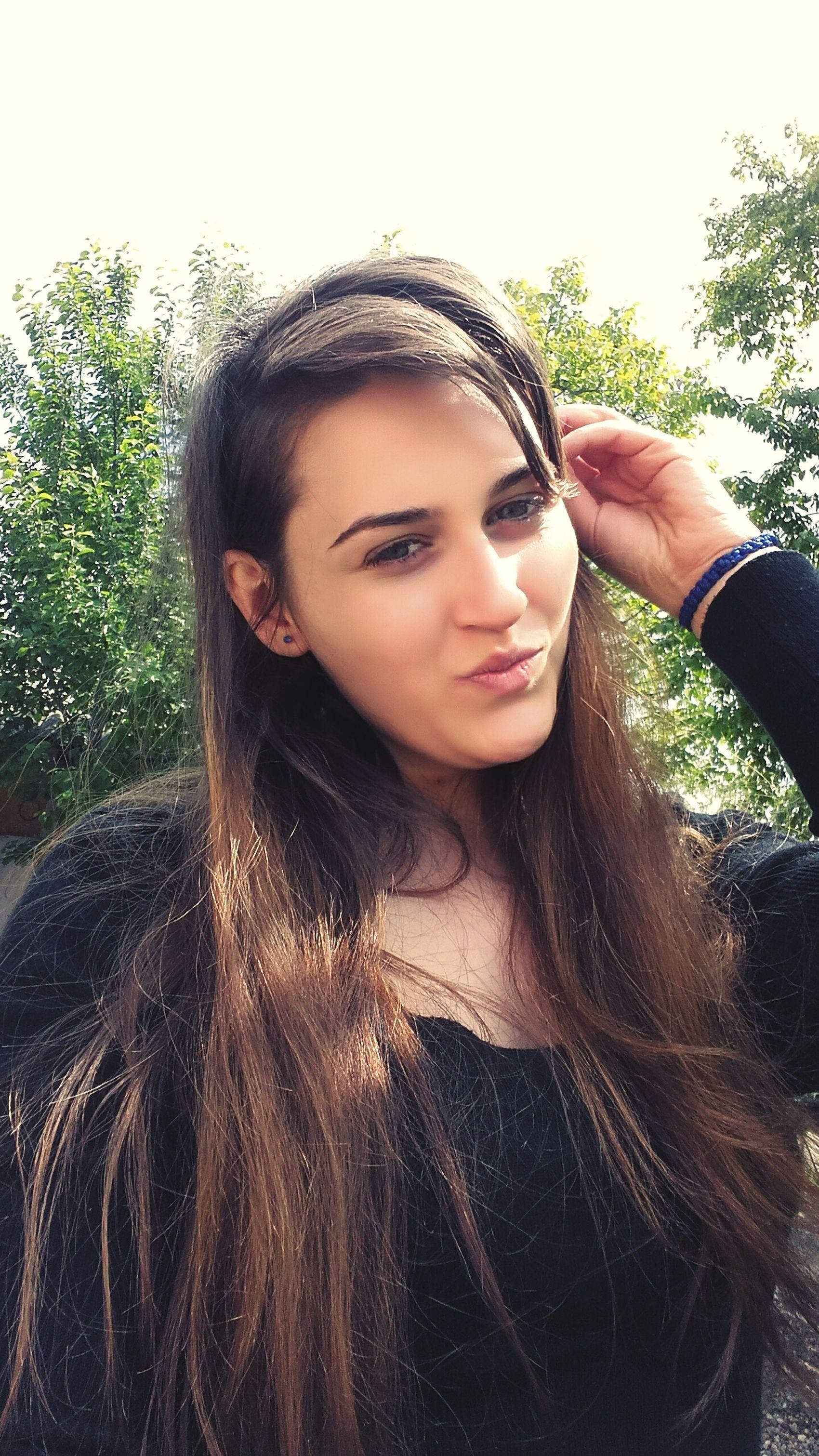 Mee My Lips 💋 My Green Eyes:) My Hair Black My Face >< My Kiss =Yo World My Happiness ❤