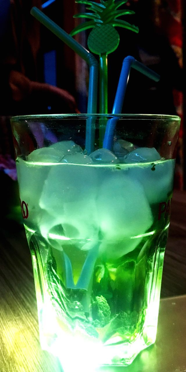 drink, refreshment, drinking glass, freshness, food and drink, green color, cocktail, table, close-up, drinking straw, no people, indoors, mojito, day