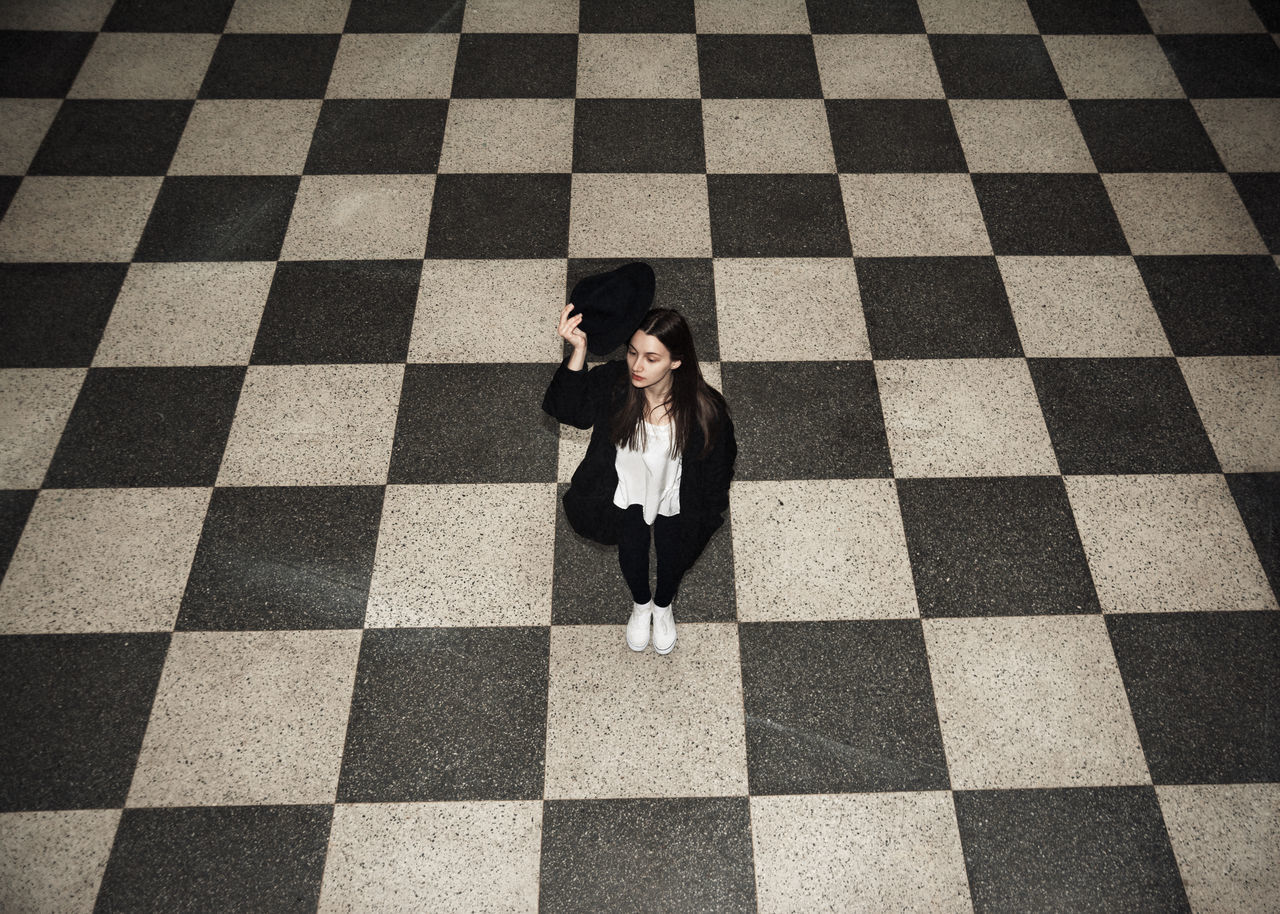 Howdy Beauty Checkered Floor Corridor Fashion Female Girl Graceful Greeting Hall Linas Was Here Loneliness Model Pretty