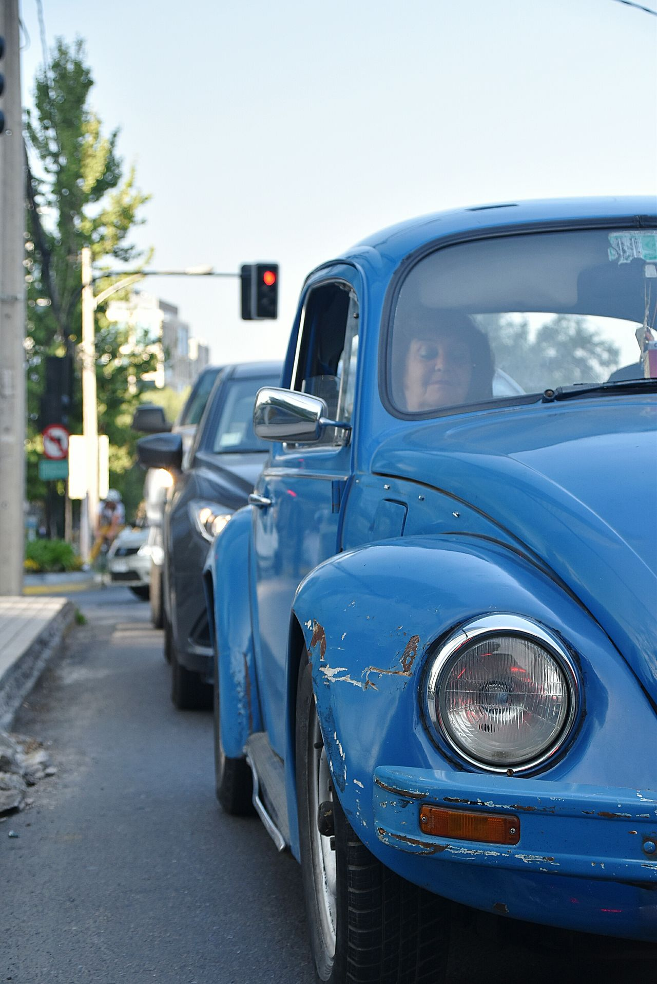 Old-fashioned Transportation Vwbeetle Vwlove VW Beetle Vwbug Vintagecar Close-up NikonD5500 TheWeekOnEyeEM Urbanphotography Streetphotography 200mm Chile Nikon City Life City Street Mode Of Transport Traffic Traffic Jam Street People Person Car Blue Beetle