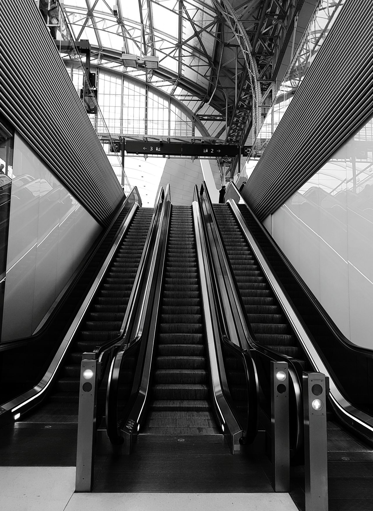 Technology No People Hanging Out Architecture Walking Around Check This Out City Modern Salisburgo Eye4photography  Stairs S7photo Urban Geometry Modern Architecture Hauptbahnhof Capture The Moment Salzburg, Austria S7 Photography Salzburg City Trainstation CaptureTheMoment Buildings Indoors