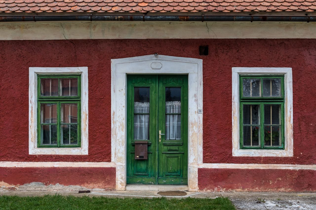 door, building exterior, architecture, built structure, window, outdoors, house, day, no people