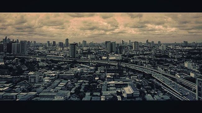 Thailand Thai City Tower Sky Highway Bangkok Landscape Monochrome Sepia Picture Photo CameraMan Photographer Fujifilm Fujixe1 Fujithailand Xe1 Lens Manuallens Cannon Vintagelens Vivitar Vivitarlens Vivitar20mm 20mm amazingthailand @amazingthailand