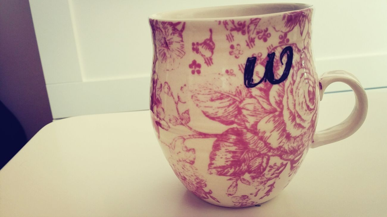 신랑 이름 이니셜이.담긴 컵으로 커피한잔♥